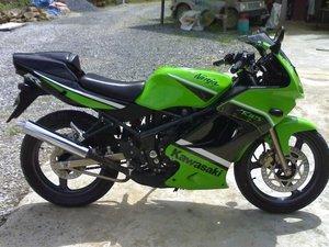 Kawasaki-Ninja-ZX150-2.jpg